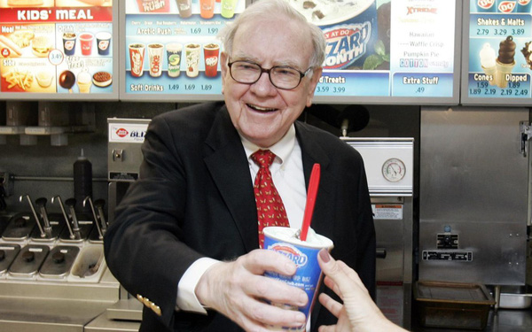 """Ngày mai bắt đầu mở đấu giá bữa trưa """"vui vẻ"""" với tỷ phú Warren Buffett, kỷ lục cao nhất từng lên tới 3,4 triệu USD"""