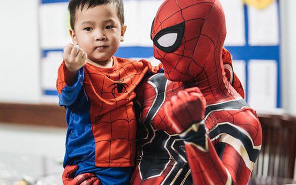 """Chàng trai 26 tuổi trong bộ đồ người nhện ở Bệnh viện Nhi Trung ương: """"Thay vì chờ đợi, hãy tự tạo cơ hội giúp đỡ người khác"""""""